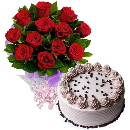 Fresh-Baked Coffee Cake with Red Roses Bouquet
