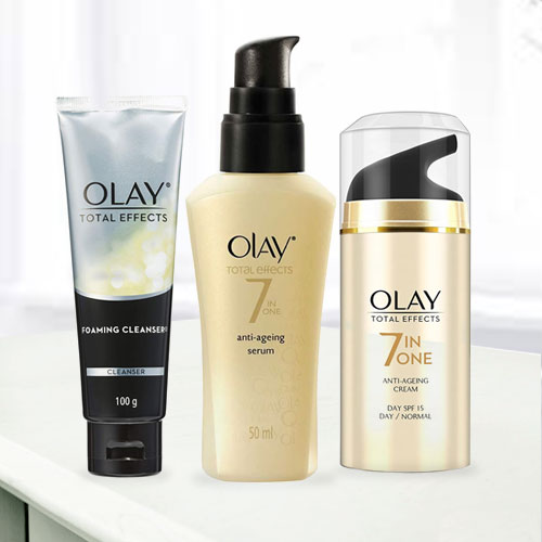 Glowing Faces with Olay Anti-Ageing Gift Hamper
