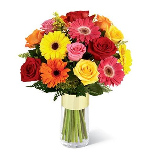 Fabulous Glass Vase Presentation of Gerberas N Roses