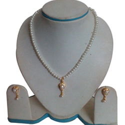 Eye-Catching Fashion Pearl Pendent  N  Earring Set in Teardrop Design