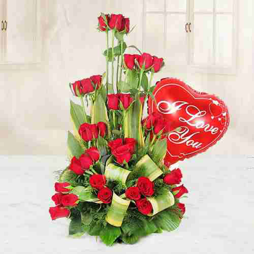 Gift Bouquet of Red Roses and Balloons Online