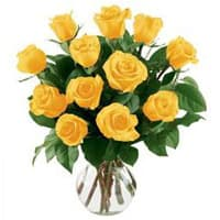 Book Yellow Roses in a Vase Online