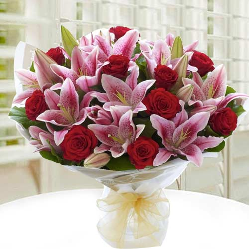 Send Bouquet of Roses N Lilies Online