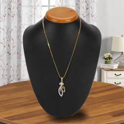 Visually Tantalizing Gold Plated Necklace with Tranquil Leaf Pendant