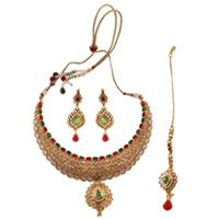 Smashing Earring Necklace N Mangteeka Set
