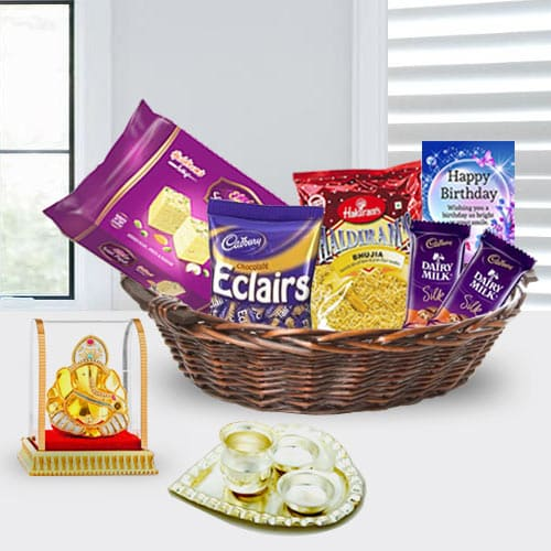 Product Description Be Happy By Sending This Ravishing Birthday Gift Basket For Girlfriend